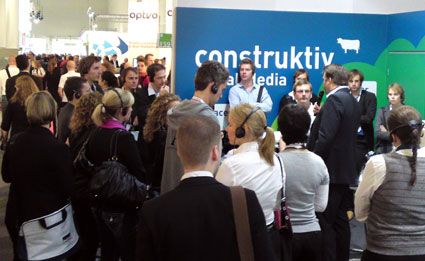 Christian Clawien unterhält die Guided Tour des BVDW zum Thema Social Media