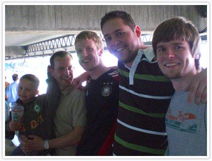 Von links nach rechts: Tobias Ihde mit Sohn und Azubi 2022 Tim-Luca, Florian Wirth, Stefan Büschler und Alexander Bartsch.